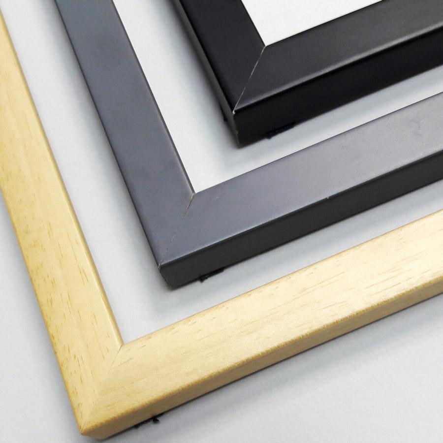 деревянный багет для галереи на стене